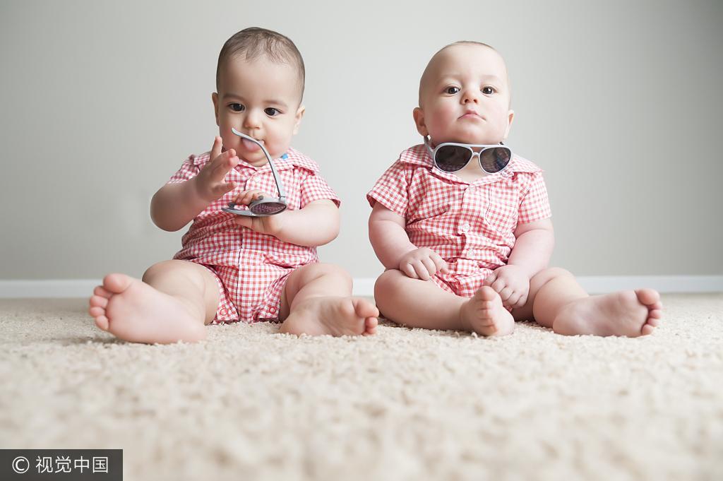 取四字姓名近来有点火 提示:起名别一味求个性——双胞胎