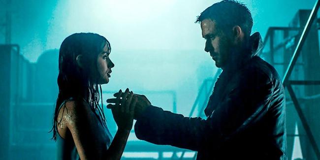 """《银翼杀手2049》里的AI女孩的""""头脑""""里,一个真正的人就该有名字。"""