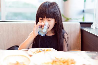 姓杨的女孩起名技巧