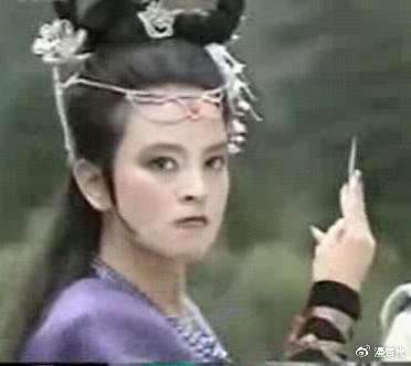 """黑凤凰饰演者是""""探春""""东方闻樱"""