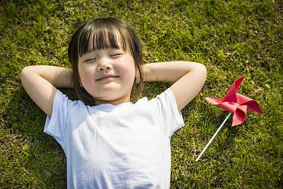 可爱小女孩——五行属金的字来起名
