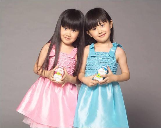 冰雪聪明双胞胎女孩