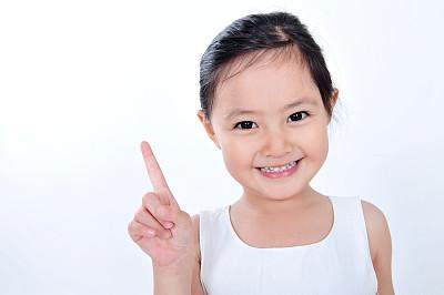 聪明可爱小女孩