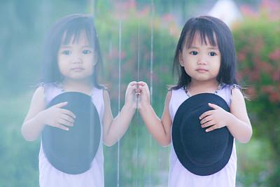 懵懂可爱小女孩