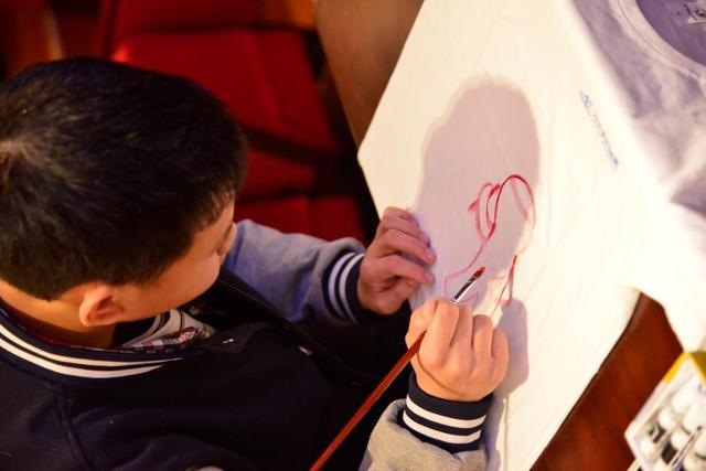 汉马首个公益项目启动 400件公益文化衫将亮相汉马
