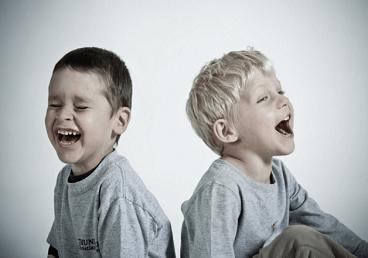 两个小男孩一齐大笑。楚辞有典故的男孩名字
