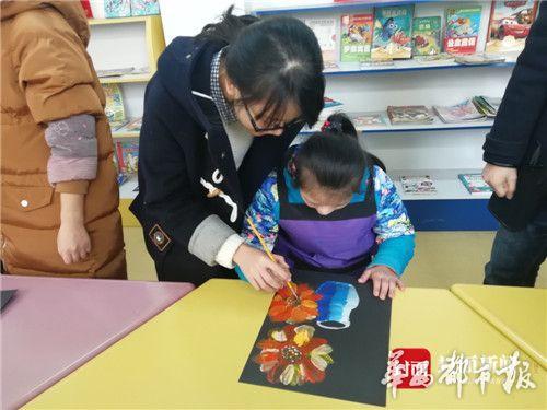 智力障碍女孩通过绘画的形式感受与正常人一样