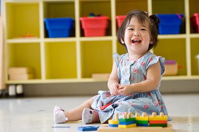 书海慧名起名为家庭带来欢乐,女宝宝也很愉快的笑了