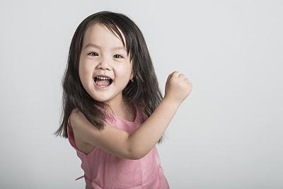 女孩的名字在社交生活中影响巨大,起个新颖有魅力的女孩名字很重要