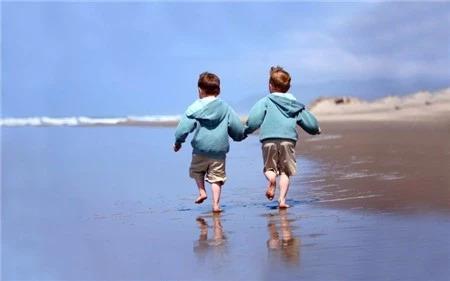 双胞胎男孩