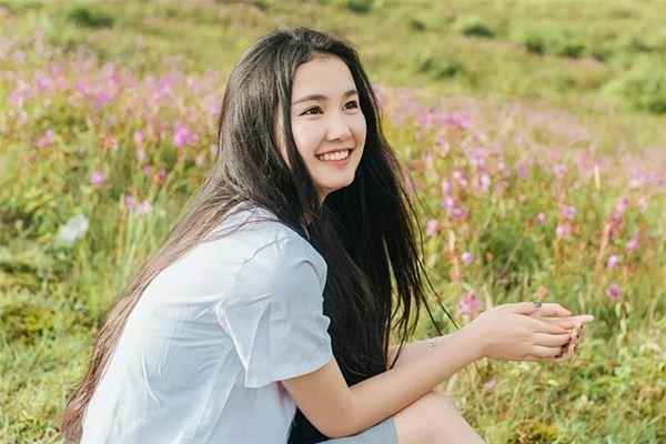 笑容迷人的女孩子-2018年五行缺火的女孩名字