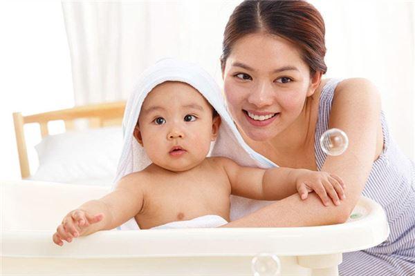 可爱宝宝与漂亮妈妈-宝宝起名与命格
