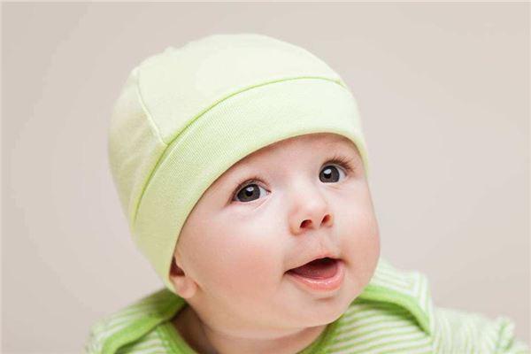 绿色衣服小宝宝