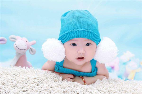 蓝色帽子衣服可爱小男宝宝
