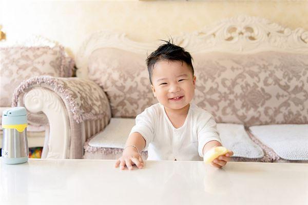 笑得很高兴 的男宝宝